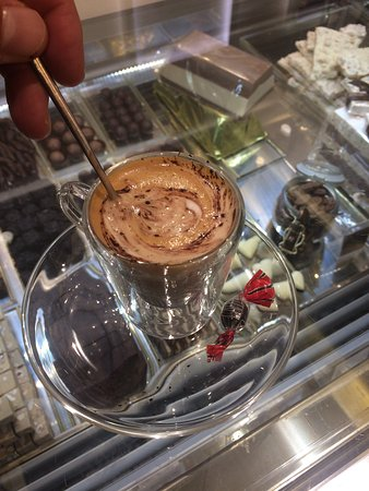 Province of Siena, Italia: Il caffè è particolare...forse con un po' più di cioccolato era davvero io top.  Venchi è una ga