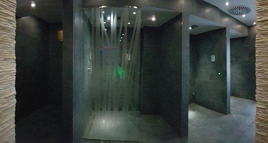 Abano Terme, Itália: area docce calde7fredde con aromaterapia