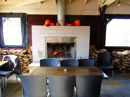 Southside Grill: Patio Fireplace