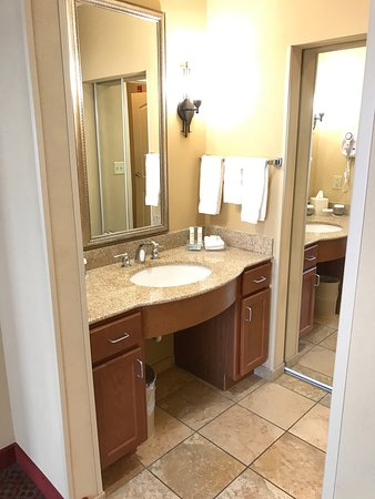 Homewood Suites Decatur-Forsyth: separate sink area