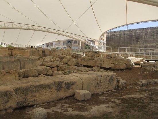 Tarxien, Malta: Ruínas com a cobertura de proteção