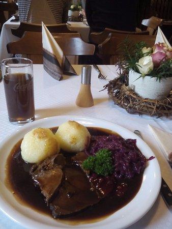 Geithain, Almanya: Hirschbraten mit Rotkohl und Klössen lecker 19.11.2016