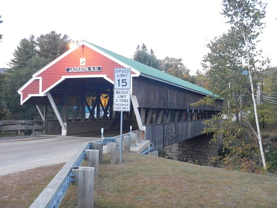 Red Fox Bar & Grille : Approach to the bridge opposite the Red Fox