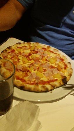 Verwood, UK: Hawaian pizza