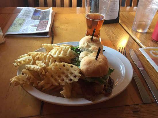 New Brighton, Μινεσότα: Chicken Club paired with an Oktoberfest beer. Perfect amount of delicious food.