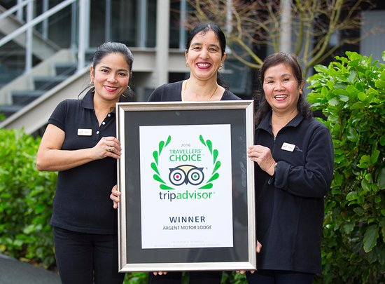 Argent Motor Lodge: Three of our wonderful housekeeping staff with our TripAdvisor 2016 Travellers' Choice Winner Aw
