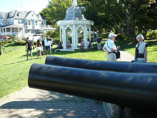 Cannons & gazebo @ Agamont Park