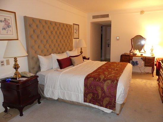 Los Tajibos Hotel & Convention Center: Room 1 of suite