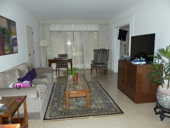 Los Tajibos Hotel & Convention Center: Room 2 of suite