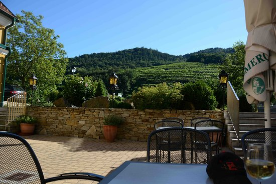 Rossatz, Österreich: enjoying a glass of wine on their veranda. peaceful!