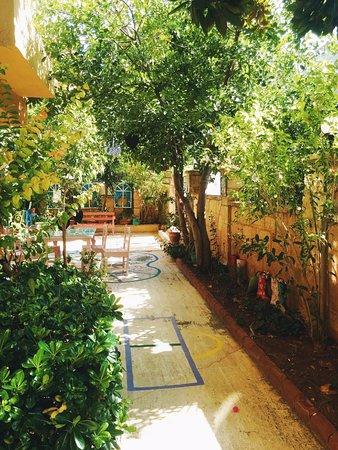 Hotel Benna: дворик на территории отеля