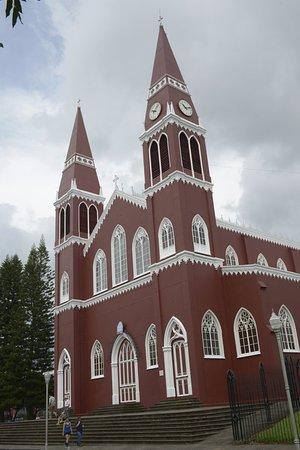 Grecia, Costa Rica: Die Blechkirche Iglesia de Nuestra Señora de las Mercedes