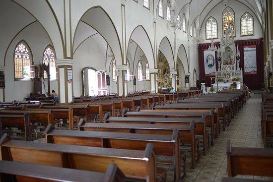 Grecia, Costa Rica: Eine ungewöhnliche Kirche
