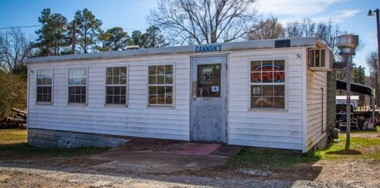Little Mountain, Carolina del Sur: Big taste comes in a small BBQ joint!