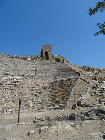 Pergamon Theatre : Theatre Remains