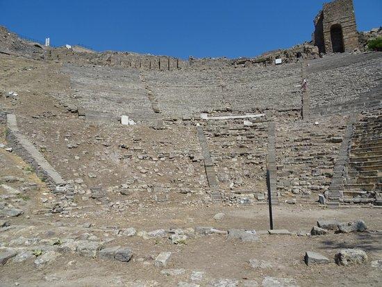 Pergamon Theatre : Wider Angle