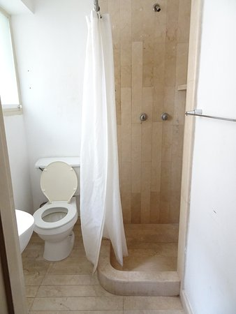 Hotel La Floresta: Bagno mai utilizzato per mancanza d'acqua