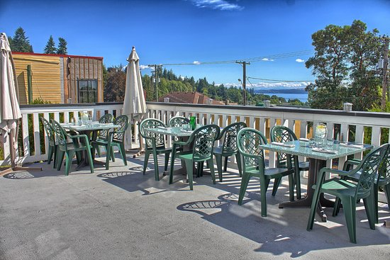 Edie Rae's Cafe : patio in summer