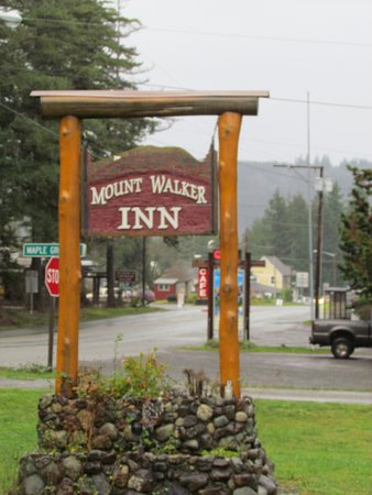 ‪‪Quilcene‬, واشنطن: Motel sign on highway 101, Quilcene, Washington‬