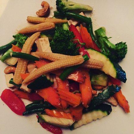 Natural Thai Restaurant : Tofu, cashew & vegetable stir fry
