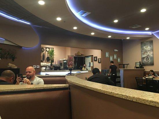 Chino Hills, Калифорния: Very bright and modern interior