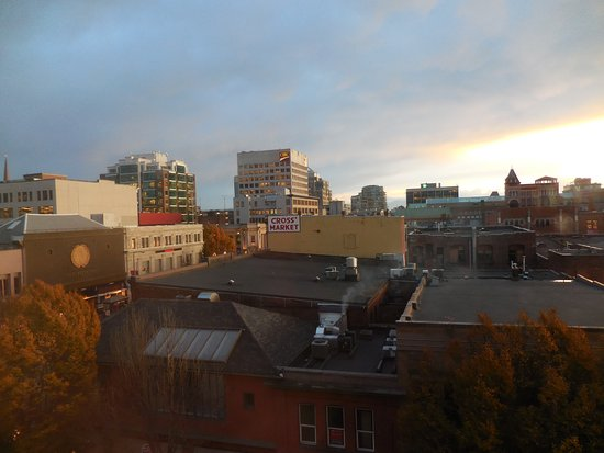BEST WESTERN PLUS Carlton Plaza Hotel: Late afternoon from our room