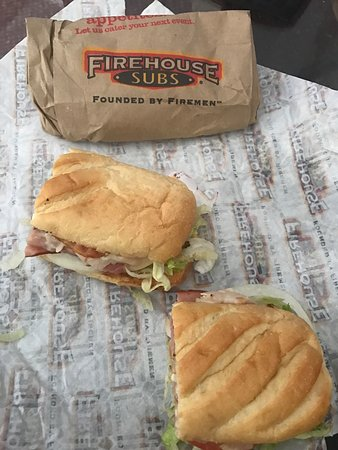 Lauderhill, FL: First time and it was a good experience sub was nice and good portioned. Got the club turkey ham