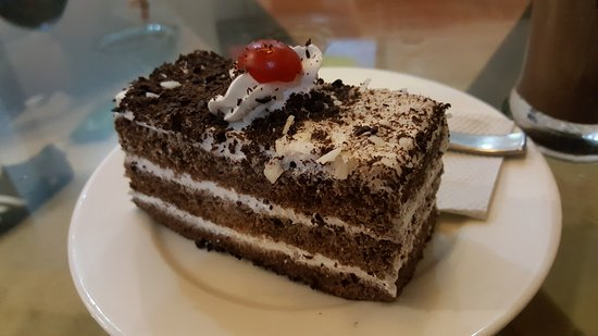 Reef Restaurant and Lounge Bar: Room service - Black forest cake