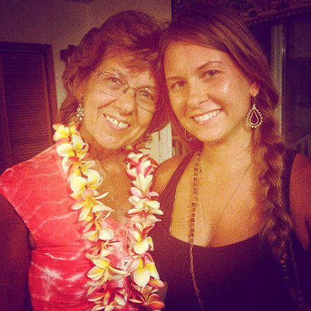 Anahola, Hawaï: Mamma and daughter at kirtan
