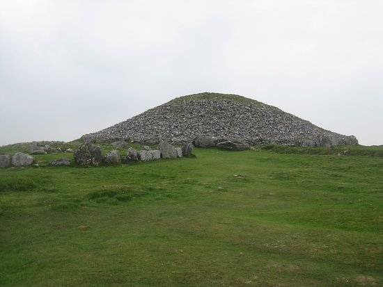 Oldcastle, Irlanda: View of Cairn
