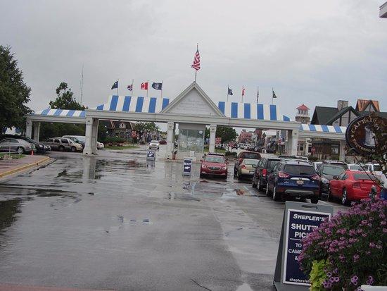 Shepler's Mackinac Island Ferry: Terminal on mainland
