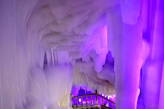 Wuzhai County, Chiny: Ледяная пещера Luyashan ice cave.