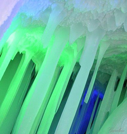 Wuzhai County, Cina: Ледяная пещера Luyashan ice cave.