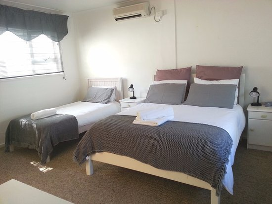 Gordon's Bay, South Africa: Family / twin room with one queen size bed and one single bed