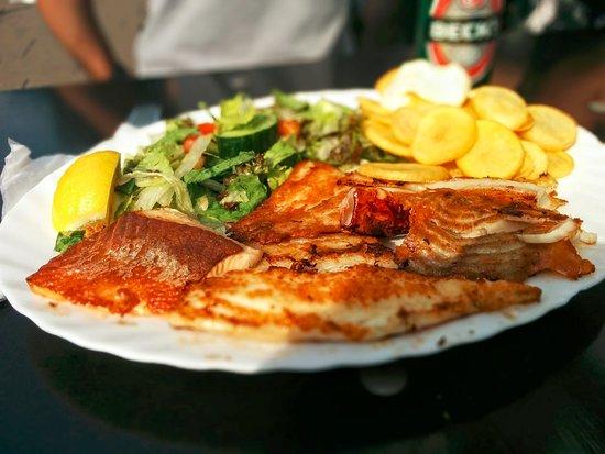 Schabi's Fischimbiss: Mixteller (13,50 €, scheinbar nicht auf der Karte)