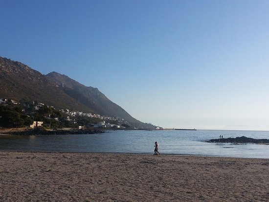 Gordon's Bay, South Africa: Big Skies is only 300m from Gordons Bay's sandy main beach