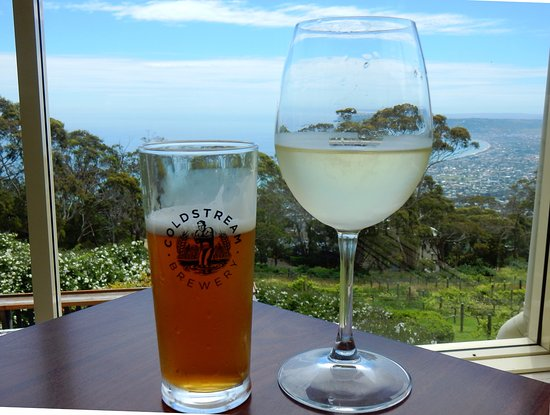 Dromana, Australia: Many drink choices and fabulous view!!