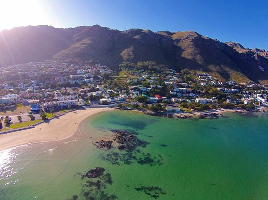 Gordon's Bay, South Africa: Gordons Bay village - nestled between oceans and mountains
