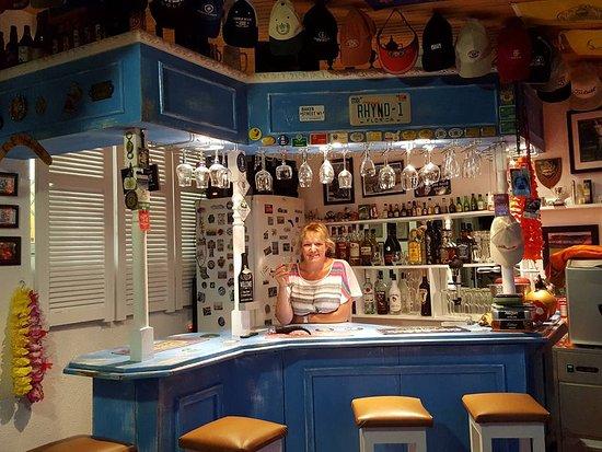 Gordon's Bay, แอฟริกาใต้: A warm welcome awaits you at the Big Skies pub!