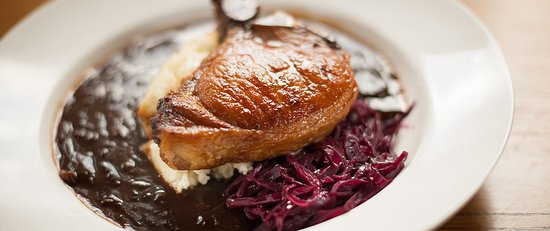 Roybridge, UK: Grilled Pork Chop, onion gravy, braised red cabbage