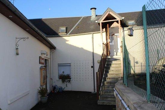 Huisnes sur Mer, Frankrike: Eingang Hotel und zu den Zimmern