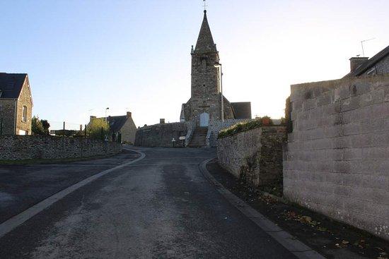 Huisnes sur Mer, Frankrike: Der Ort mit Kirche