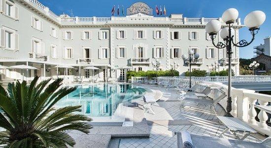 Esterno hotel foto di grand hotel des bains riccione for Grand hotel des bain