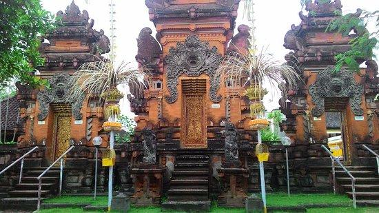 Kerobokan, Indonesia: Gate to prayer venue