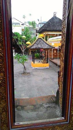 Kerobokan, Indonesia: Main door