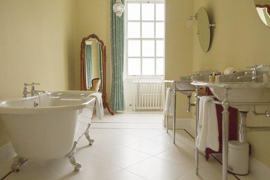 Bridgend, UK: Margadale Bathroom