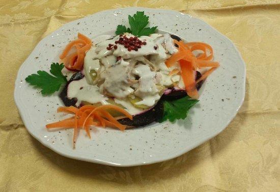 Сесто-Календе, Италия: Lavarello affumicato, patate lesse con barbabietola e panna acida