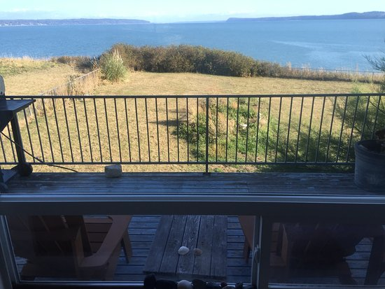 Camano Island, WA: A view from the deck, the sea is so close!