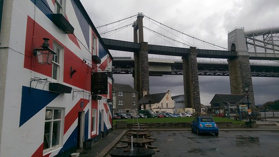 Saltash, UK: A pint at a landmark