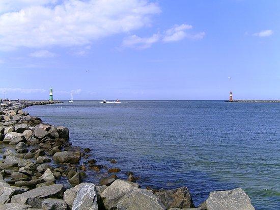 Warnemnde, Duitsland: Mündung der Warnow in die Ostsee